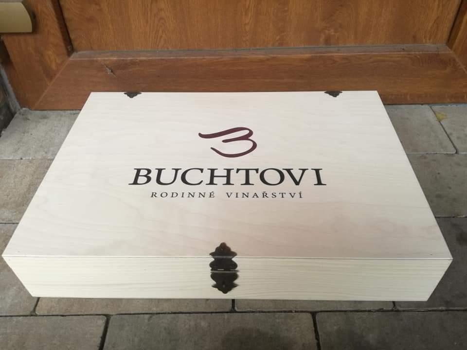 Dřevěná dárková krabička na 6 lahví